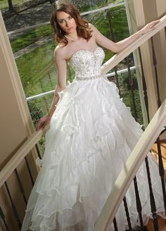 DaVinci Collection    -- Lasting Impressions Bridal and Formal Wear -- Sioux Falls, SD