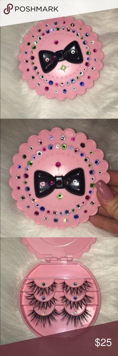 % Human hair Mink eyelashes! Comes with cute Swarovski pink bow tie eyelash case! 100% handmade Mink Human hair. Size in WSP gives you that natural extension effect! ;) Reusable up to 3 weeks. Swarovski Makeup False Eyelashes
