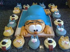 Garfield cake and cupcakes