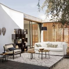 5 trends easy to adopt for lookée terrace this sum. Banquette Palette, Casa Patio, Garden Spaces, House Goals, Outdoor Areas, Beautiful Gardens, Terrace, House Design, Living Room