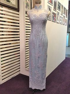 Pastel lace cheongsam - so unique and well made! Asian Wedding Dress, Top Wedding Dresses, Formal Dresses, Cheongsam Wedding, Cheongsam Dress, Chinese Gown, Oriental Dress, Ceremony Dresses, Traditional Dresses