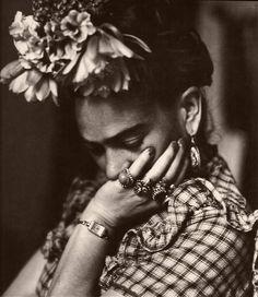 .Das fotos de Frida kahlo, essa que mais gosto