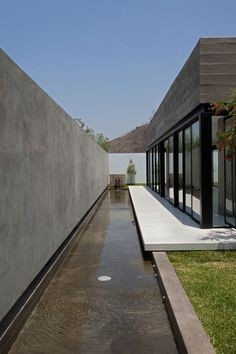 Surrounded House by 2.8x arquitectos (10)