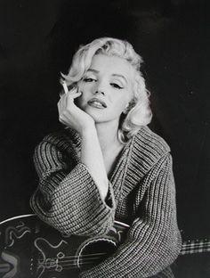 Net Image: Marilyn Monroe: Photo ID: . Picture of Marilyn Monroe - Latest Marilyn Monroe Photo. Marilyn Monroe Bild, Marilyn Monroe Smoking, Marilyn Monroe Frases, Marilyn Monroe Style, Marilyn Monroe Portrait, Divas, Robert Mapplethorpe, Beautiful Celebrities, Beautiful People