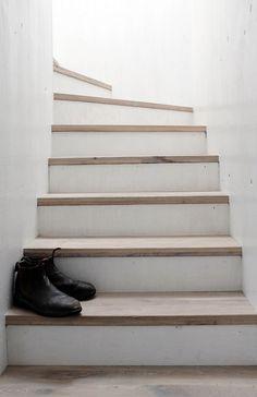 Stairs. Strandwood House by Kilian Piltz and Wolgang Warnkross. Photo by Edzard Piltz.