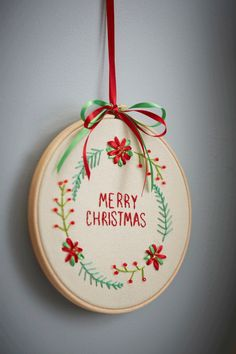 How to Make an Embroidered Wreath #christmas #embroidery #wreath