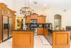 13712 NW 10th Ct Pembroke-large-019-Kitchen