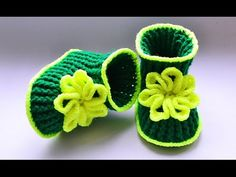 How To Crochet Baby Booties With Flower Booties Crochet, Crochet Baby Boots, Crochet Baby Sandals, Crochet Baby Clothes, Baby Booties, Crochet Diy, Crochet For Kids, Free Baby Patterns, Baby Slippers
