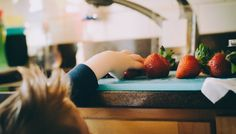 Kid Friendly Health Tip to Teach kids Healthy Habits early in Life - The Fit Lady How To Defend Yourself, Wie Macht Man, Fruit Flies, Healthy Eating Habits, Fresh Fruits And Vegetables, Healthy Kids, Teaching Kids, Nutrition, Sensory Kids