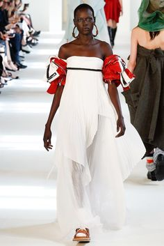 Ajak Deng@ Maison Margiela Fall 2016 Couture Fashion Show sleeves are made from leather jackets Love Fashion, High Fashion, Fashion Show, Fashion Looks, Fashion Design, Couture Fashion, Runway Fashion, Couture Collection, Fashion Company