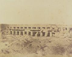 1849-1850 - Thèbes : le promenoir de Toth-mès III, palais de Karnac. Photographe : Maxime Du Camp