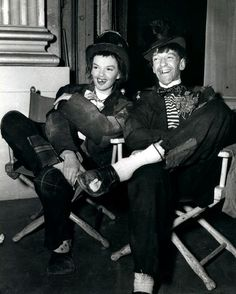Judy Garland & Fred Astaire on set of Easter Parade.Judy Garland LOved to dress up in these kinda costumes Fred Astaire, Judy Garland, Golden Age Of Hollywood, Vintage Hollywood, Classic Hollywood, Hollywood Icons, Hollywood Star, Hollywood Glamour, Ginger Rogers