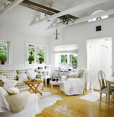 Cottage of the Week: Scandinavian Cottage Swedish Home Decor, Scandinavian Cottage, Swedish Cottage, French Cottage, Cottage Style, Scandinavian Design, Summer House Interiors, Cottage Interiors, Contemporary Cottage
