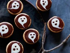 Throw a party with these Halloween party treats and easy Halloween snacks from Food Network. Halloween Desserts, Halloween Party Treats, Healthy Halloween Treats, Halloween Cupcakes, Spooky Halloween, Halloween Ideas, Halloween Foods, Holiday Cupcakes, Halloween Baking