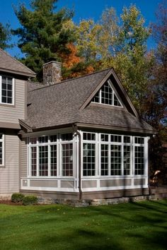 Sunroom addition with room above-perhaps a couple dormers Family Room Addition, Sunroom Addition, Enclosed Porches, Screened In Porch, D House, House With Porch, Saratoga Homes, Four Seasons Room, Three Season Room