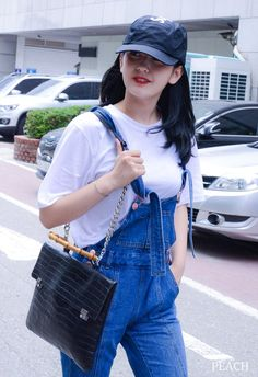 Twitter Airport Style, Airport Fashion, Jeon Somi, Queen Fashion, Korean Girl, Korean Style, Cosmic Girls, White Outfits, Black Hoodie