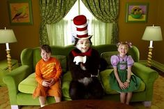 Still of Mike Myers, Spencer Breslin and Dakota Fanning in Dr. Seuss' The Cat in the Hat (2003)