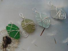 La nature dans toutes mes créations. Ici des pendentifs avec des verres polis que l'on trouve sur la plage verts pour la plupart. Je les entoure d'un fil aluminium. ❤️ naviginternet@orange.fr ❤️ MON BLOG : http://creatrice-bijoux.blogspot.fr