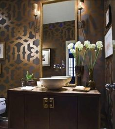 Glamorous bathroom - Gold and Brown walls