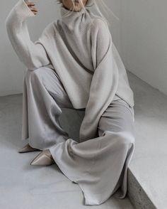 Minimalist Icons, Yves Saint Laurent, Monogram Shop, Go To New York, Cashmere Turtleneck, Oversized Cardigan, Fit Women, Fashion Models, Naked