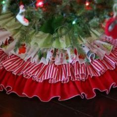 Pretty Prudent presents Ruffled Tree Skirt. It's a beautiful DIY project that adds a ton of ruffles to your Christmas tree with step-by-step instructions. Diy Christmas Tree Skirt, Christmas Sewing, Christmas Love, All Things Christmas, Christmas Holidays, Christmas Decorations, Christmas Trees, Xmas, Crochet Christmas