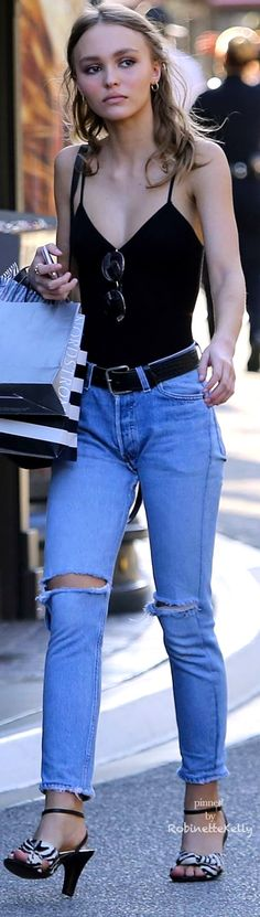 Lily Rose Depp • Street CHIC • ❤️ Curated by Babz™ ✿ιиѕριяαтισи❀ #abbigliamrento