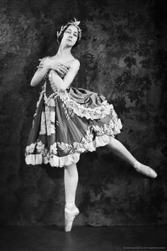 Vintage Ballerina, Vintage Dance, Russian Traditional Dress, Traditional Dresses, Ballet Costumes, Dance Costumes, Vintage Costume Jewelry, Vintage Costumes, Venetian Costumes