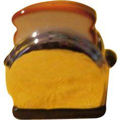 Vandor Pop-up Toaster Salt and pepper Shakers - b212