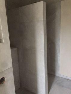 Badkamer klein lichtgrijs 4m2