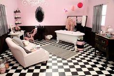 Pink and black Architecture Design, Granny Chic, Bathroom Interior Design, Interior Ideas, Clawfoot Bathtub, Corner Bathtub, Wall Design, Bath Mat, Sweet Home
