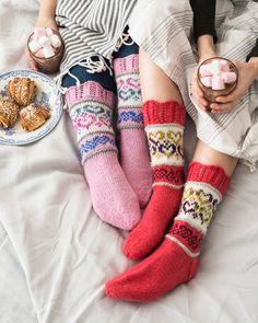 Hjärtliga raggsockor i Novita 7 Bröder och 7 Bröder Polaris garn. Knitting Charts, Knitting Socks, Hand Knitting, Knitting Patterns, Stocking Tights, Wool Socks, Designer Socks, Arm Warmers, Mittens