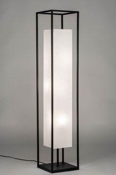 artikel 73308 Moderne vloerlamp voorzien van een vierkant frame en stoffen kap. Het armatuur heeft een mat zwarte afwerking. De hoge vierkante kap is gemaakt van stof en heeft een warme witte kleur. De kap zweeft als het ware in het zwarte frame. Hierdoor is de lichtreflectie aan alle kanten optimaal. Aan het zwarte snoer zit de voetschakelaar. In de kap zijn drie fittingen verdeeld zodat de gehele kap zorgt voor een optimale lichtreflectie. Blitz Design, Smart Home Design, Floor Lamp With Shelves, Modern Lighting Design, Concrete Lamp, Luminaire Design, Wood Lamps, Home Lighting, Light Fixtures