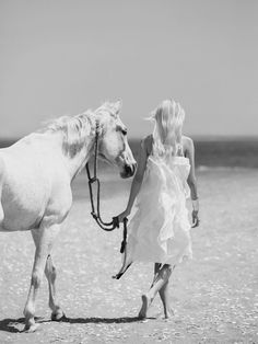 """Devon Windsor in """"Brisa De Vida"""" by Dean Isidro for Vogue Mexico, November - Luci - summer days Shades Of White, Black And White, Horse Girl Photography, Fashion Photography, Devon Windsor, Barbie Mode, Vogue Mexico, Horse Fashion, Foto Real"""
