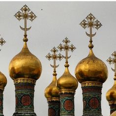 The Church of the Desposition of the Robe in the Moscow #Kremlin -- now beautifully restored and well worth an inside visit!  #Kremlin #MoscowKremlin #moscow #Russia #tsars #russianhistory #russianorthodox #travel #travelblogger #travelwriting