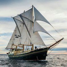 Lighthouse Keeper, Sail Boats, Set Sail, Wooden Boats, Tall Ships, Sailing Ships, Pirates, Nautical, Beautiful Pictures