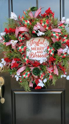 Julie from Southern Charm Wreaths teaches you how to make a Christmas Wreath with Mesh. Click Pin title to see detail video. #christmaswreaths #christmaswreathsdiy #wreathmaking #howtomakewreaths #christmasdoordecor #decomeshwreaths