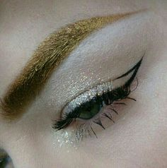 Love the eyebrow as the main colour feature ⭐️
