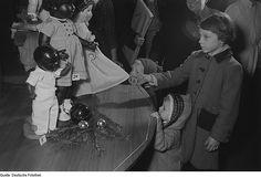 1953 Kinder im Kaufhaus | Flickr - Photo Sharing!