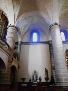 Iglesia de San Juan del Mercado. Imágenes, ventanas, columnas y arcos del lado del Evangelio.
