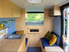 Hur är livet i en egenbyggd husbil? Day Van, Composting Toilet, French Models, Campervan, Design Process, Van Life, Car Parking, Solar Panels, Devon