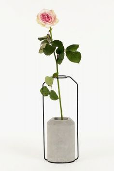 Decha Archjananun // Weight Vase