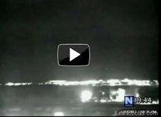 Policía persigue OVNI captado por cámaras de seguridad (VIDEO) - http://www.leanoticias.com/2012/02/01/polica-persigue-ovni-captado-por-cmaras-de-seguridad-video/