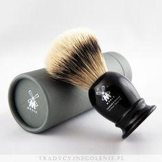 Najwyższej klasy niemiecki pędzel do golenia Muhle z najwyższej jakości ręcznie selekcjonowanego włosia borsuka (SILVERTIP). Rączka jest imitacją hebanu, na rączce logo Muhle.