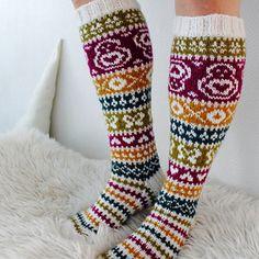 Ravelry: Taimitarhan Polvisukat pattern by Niina Laitinen Knitting Socks, Ravelry, Free Pattern, Knitting Patterns, Knit Crochet, Slippers, Stitch, Ankle, Inspiration