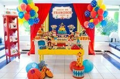 Today you'll learn the best ideas for decorating a Plim Plim theme party: we'll tell you how to make beautiful plim plim table centers for children's Clown Party, Circus Carnival Party, Circus Theme Party, Carnival Birthday Parties, Kids Party Themes, Circus Birthday, Baby First Birthday, Carnival Themes, First Birthday Parties