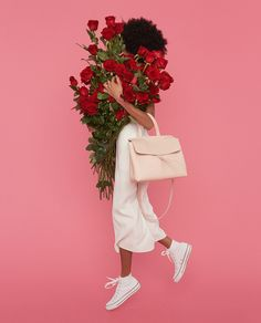 Unusual bag Mansur Gavriel  Famous bags from New York brand Mansur Gavriel — the object of desire for all fashionistas. The unusual design, soft Italian leather, bright palette, as well as limited edition collection is characterized works of designer Gabriela Hurst.