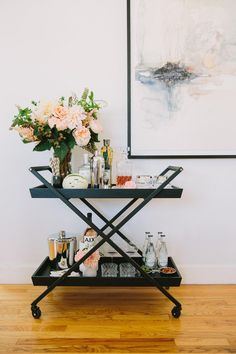 See how to switch up your bar cart style to suit your entertaining needs with these tips from 100 Layer Cake! Home Bar Decor, Bar Cart Decor, Hotel Decor, Mini Bars, Canto Bar, Bandeja Bar, Objet Deco Design, Gold Bar Cart, Black Bar Cart