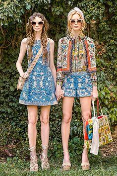 アリス アンド オリビア 2017年春夏コレクション - 色に魅せられ辿り着いた神秘的世界 | ニュース - ファッションプレス