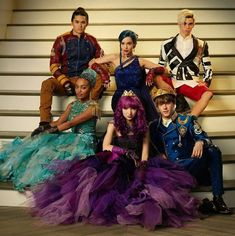 Find images and videos about dove cameron, descendants and cameron boyce on We Heart It - the app to get lost in what you love. The Descendants, Descendants Pictures, Descendants Characters, Disney Channel Movies, Disney Channel Descendants, Cameron Boyce Descendants, Disney Channel Stars, High School Musical, Mal And Evie