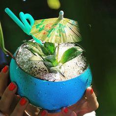Celebrating summer with this tropical peranakan swizzle... #houseofhuu #huubar #mixology #summercocktail #seminyak #bali  by @marioyoel